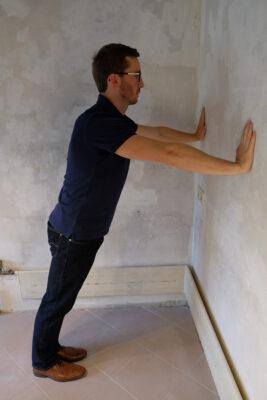 Liegestütze an der Wand 2